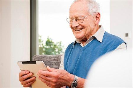 700-07192188 © Uwe Umstätter Model Release: Yes Property Release: No Portrait of Senior Man using Tablet Computer, Mannheim, Baden-Wurttemberg, Germany